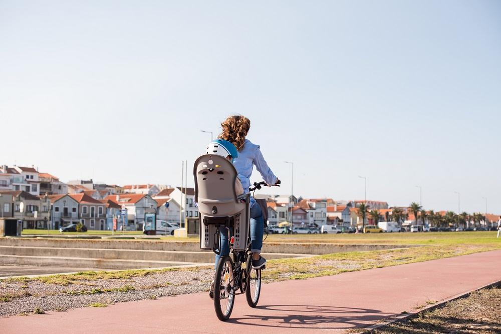Rowerowe wyprawy z dzieckiem- w jaki sprzęt warto się zaopatrzyć?